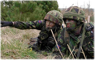Les vêtements : l'élément qui joue aussi le rôle de camouflage pour les militaires