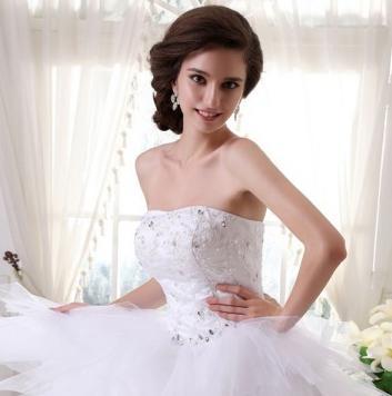 La robe de mariée magnifique pour une parure étincelante