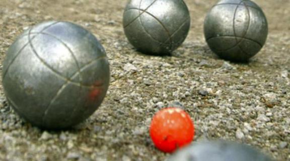 Jouez au boules dans votre jardin